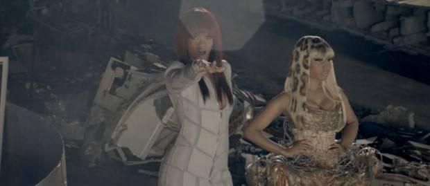 'Fly' - Rihanna y Nicki