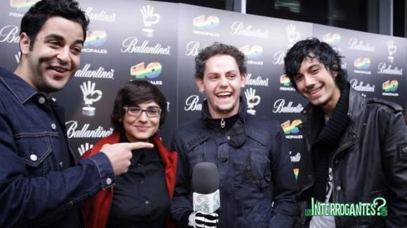The Monomes sobre la alfombra azul de los Premios 40 Principales