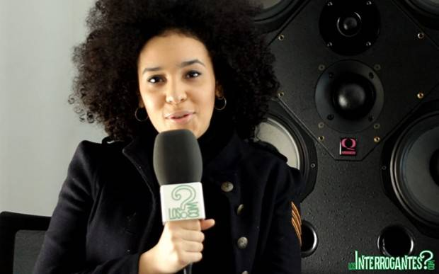 Chila Lynn durante la entrevista con LosInterrogantes.com