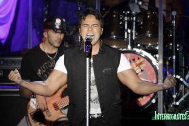 Luis Fonsi Cantando