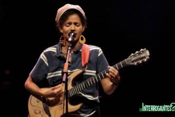 Nneka Cantando en su concierto en el Teatro Circo Price de Madrid