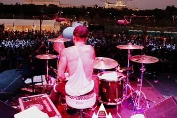 DeivHook con su batería en el concierto MTV Madrid Beach