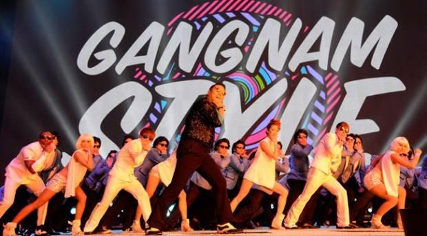 Psy durante la actuación en la gala MTV EMA 2012