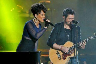 Alicia Keys y Alejandro Sanz actuando en la Gala de los Premios 40 Principales 2012