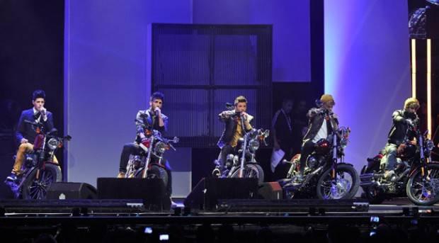 Auryn en el escenario de los Premios 40 Principales 2012