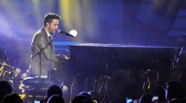 Pablo Alborán en el escenario de los Premios 40 Principales 2012
