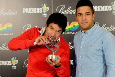 Cali y el Dandee posando con Premio 40 Principales 2012