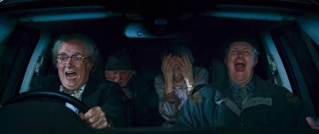 Jim Broadbent al volante como el editor Timothy Cavendish