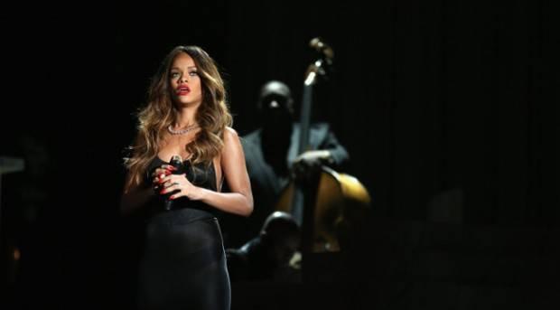 Rihanna durante su actuación en los Premios Grammy 2013
