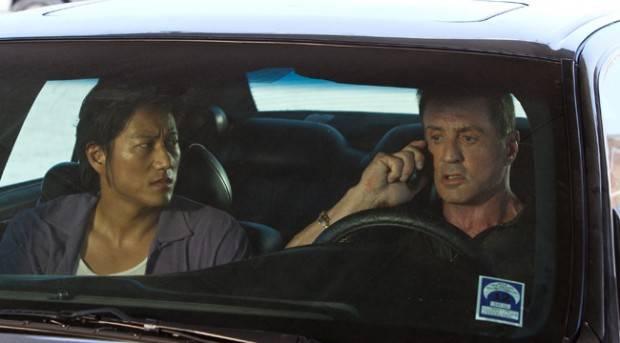 Sung Kan y Sylvester Stallone en 'Una bala en la cabeza'