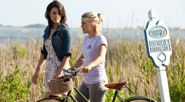 Cobie Smulders y Julianne Hough en 'Un lugar donde refugiarse'