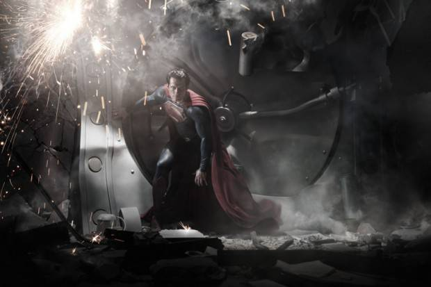 HENRY CAVILL como Superman i