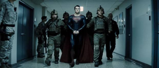 """Supermán está """"detenido"""" por el ejército de EEUU."""