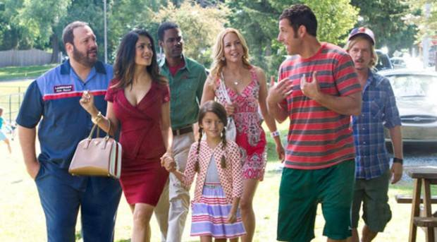 Adam Sandler, Chris Rock, David Spade, Kevin James, Maria Bello y Salma Hayek en 'Niños Grandes 2'