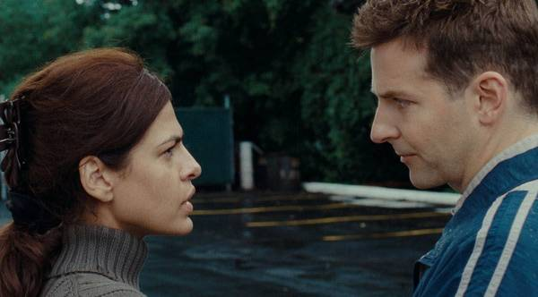 Romina (Eva mendes) y Avery (Bradley Cooper)