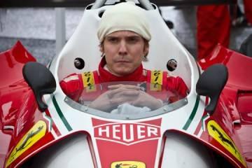 Daniel Brülh caracterizado como Niki Lauda