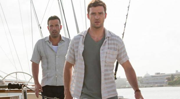 "Ben Affleck y Justin Timberlake durante una de sus jornadas laborales en ""Runner, runner""."