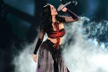 """Imagen de Katy Perry en los Grammys 2014 interpretando """"Dark Horse"""""""