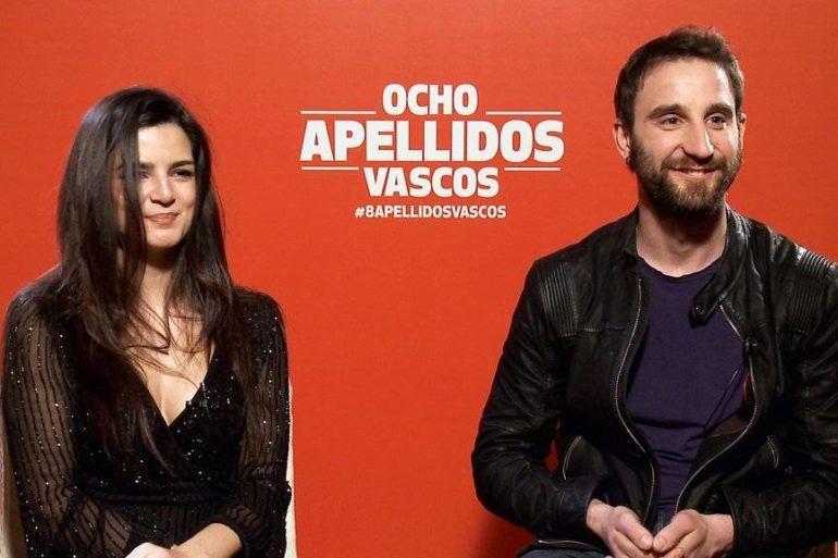 """Foto durante la entrevista de """"Ocho apellidos vascos"""", Dani Rovira y Clara Lago"""