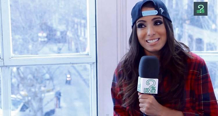 Anitta durante la entrevista a LosInterrogantes.com