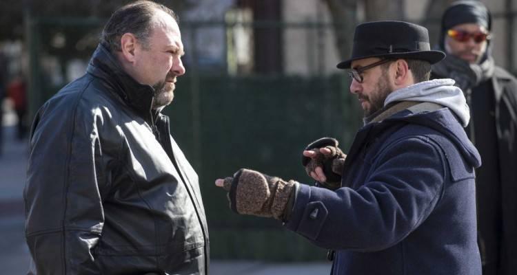 James Gandolfini recibiendo indicaciones del director Michaël R. Roskam | La Entrega