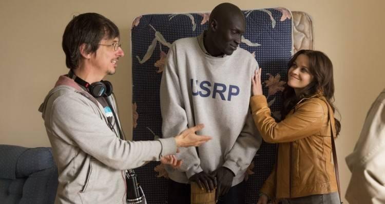 El director Philippe Falardeau con Ger Duany y Reese Witherspoon en 'La buena mentira'