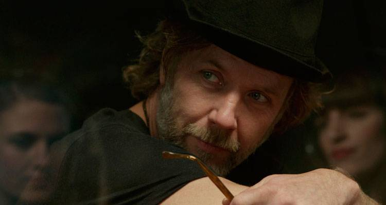 Mikael Persbrandt en una escena de 'Alguien a quien amar' (2014)