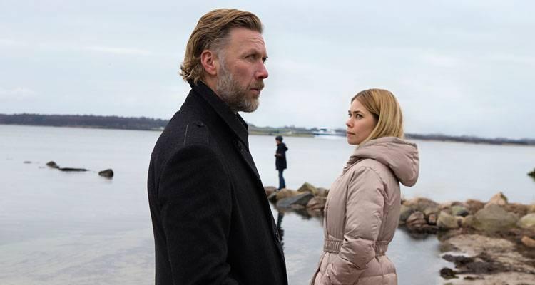 Mikael Persbrandt y Birgitte Hjort Sørensen en una escena de 'Alguien a quien amar' (2014)