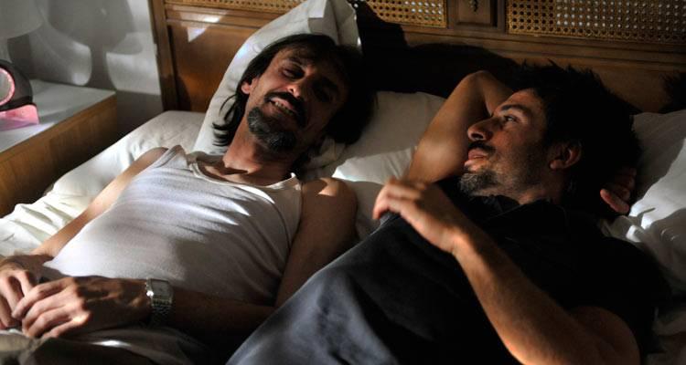 Juan Codina y Hugo Silva en una escena de 'Dioses y perros'