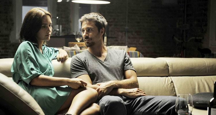Megan Montaner y Hugo Silva en una escena de 'Dioses y perros'