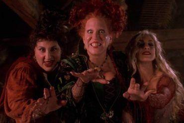 Unas brujas con nariz y verruga en la película 'El retorno de las brujas'