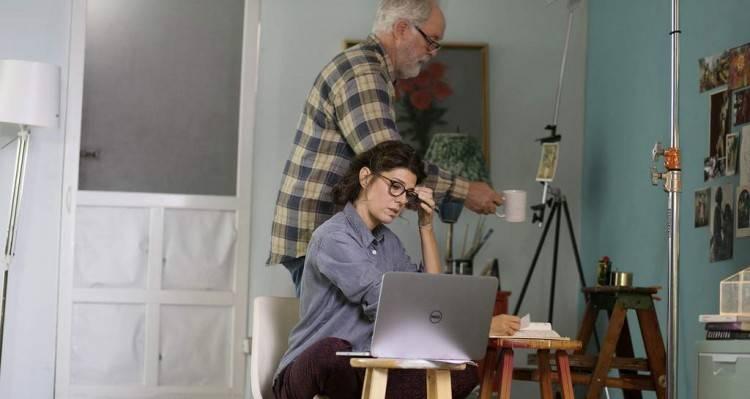 John Lithgow y Marisa Tomei en la película 'El amor es extraño'