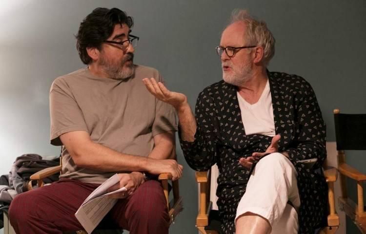 Alfred Molina y John Lithgow ensayando la película 'El amor es extraño'