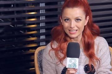 Elena Gheorghe presentando 'Mamma Mía' (He's italiano) en entrevista