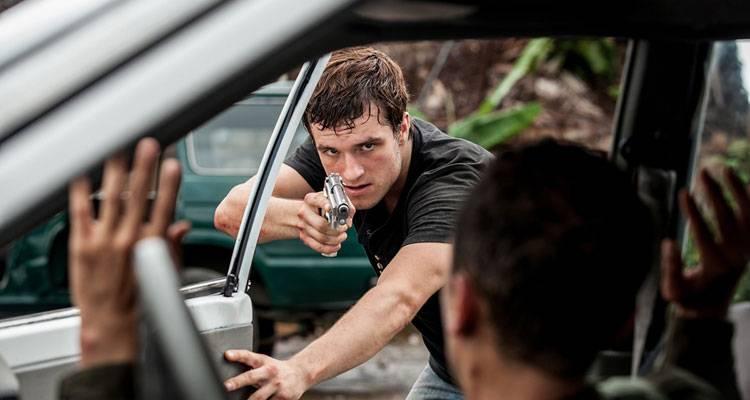 Josh Hutcherson en una escena de acción de 'Escobar: Paraíso perdido'