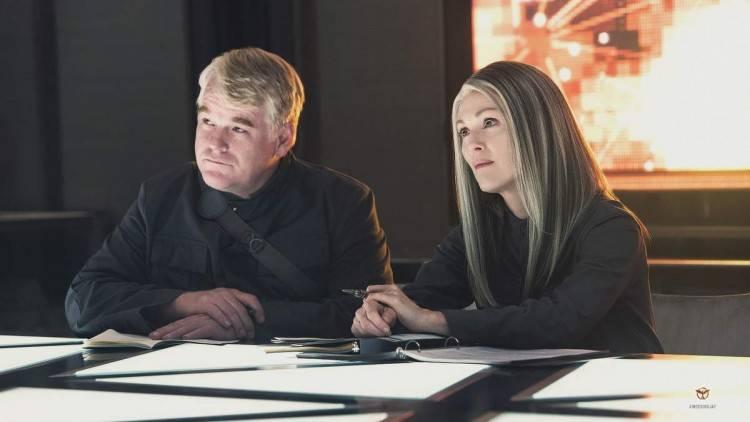 """Foto de Philip Seymour Hoffman y Julianne Moore de la película """"Sinsajo Parte I"""""""