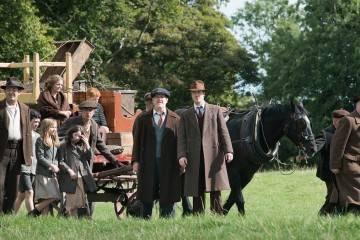 """Barry Ward, Francis Magee, Mikel Murfi en una imagen de la película """"Jimmy's Hall"""""""