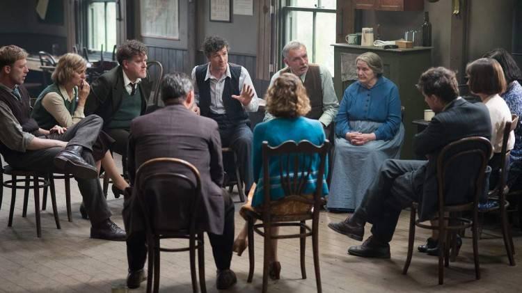 "Barry Ward, Denise Gough, Martin Lucey, Mikel Murfi en una imagen de la película ""Jimmy's Hall"""