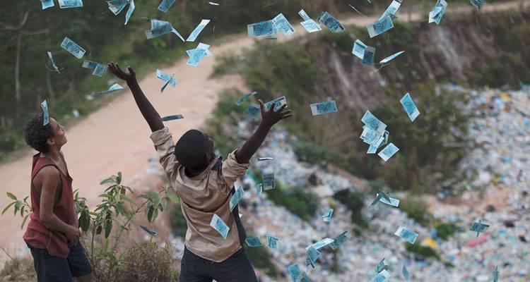 """Imagen de una escena de """"Trash. Ladrones de esperanza"""""""