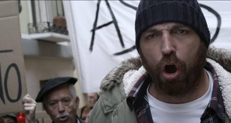 """Hovik Keuchkerian en una escena de tortura a un político de """"Justi&cia"""""""