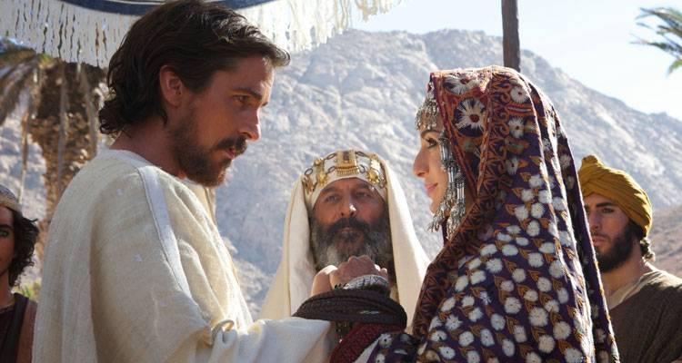 Imagen de Christian Bale y María Valverde en una escena de 'Exodus: Dioses y reyes'