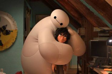 """Hiro y Baymax en una escena de """"Big Hero 6"""", lo nuevo de Disney"""