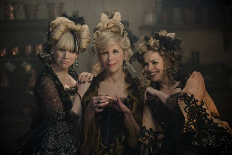 Lucy Punch, Christine Baranski y Tammy Blanchard son la hermana de La Cenicienta Lucinda, La madre de la Cenicienta y Florinda.