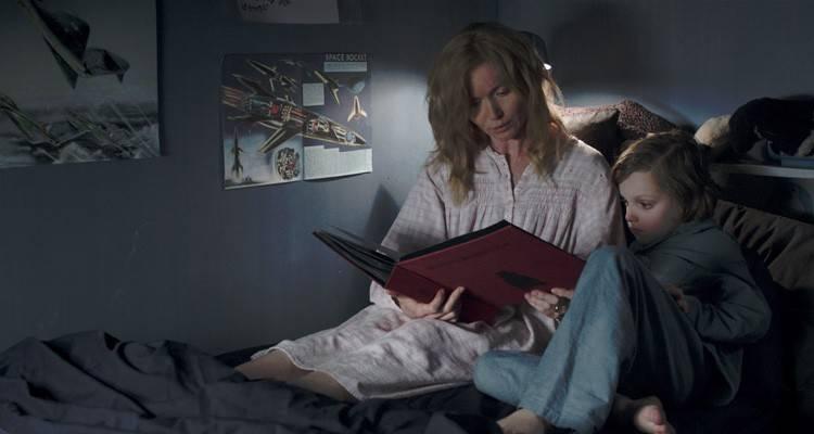 """Amelia (Essie Davis) y su hijo Samuel (Noah Wiseman) leyendo el cuento de """"Babadook"""""""