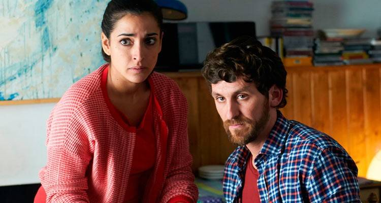 """Inma Cuesta y Raúl Arévalo en la película """"Las ovejas no pierden el tren"""" (2015)"""