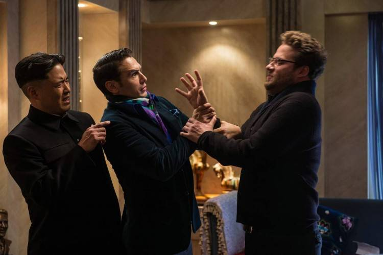 El actor Randall Park (Kim Jong-Un), James Franco (Dave Skylark) y Seth Rogen (Aaron Eapaport) en  'The Interview'.