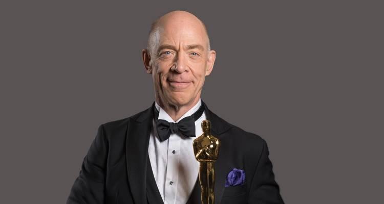 """J.K. Simmons posando con su Oscar por """"Whiplash"""" ©A.M.P.A.S."""