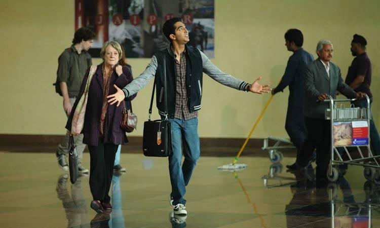 """Maggie Smith y Dev Patel en la película """"El nuevo exótico Hotel Marigold"""""""