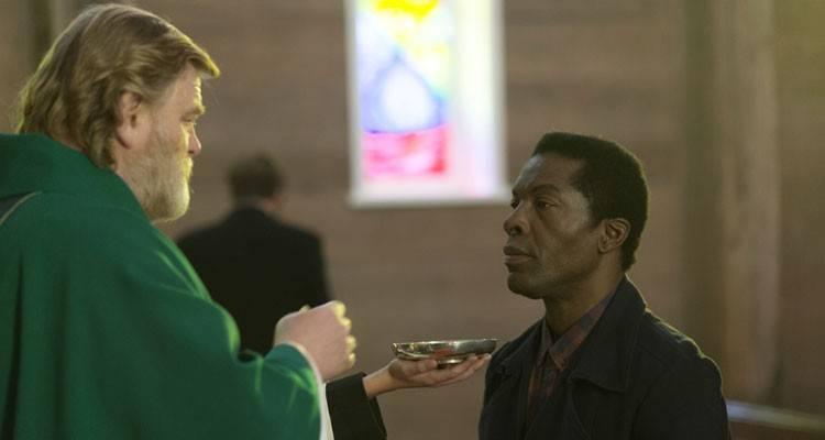 """Brendan Gleeson e Isaach de Bankoléh en una imagen de la película """"Calvary"""""""