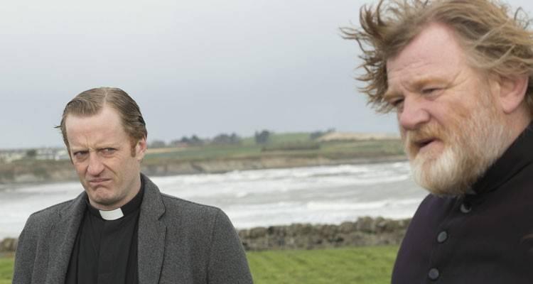 """David Wilmot y Brendan Gleeson en una escena de la película """"Calvary"""""""